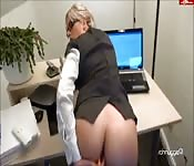 Follando a escondidas con la secretaria