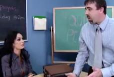 Profesora tetona folla con un alumno en la biblioteca