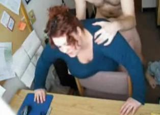 Secretaria gorda se entretiene con sexo duro