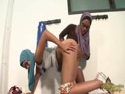 Dos chicas árabes se dan placer mutuamente