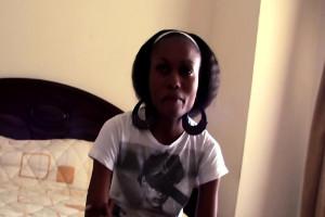 Flaca africana se deja follar duro por un turista en el hotel