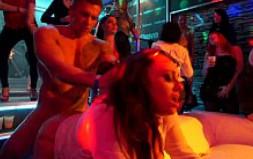 Fueron a bailar pero salieron de la discoteca borrachas y folladas