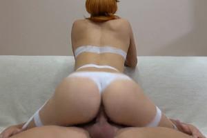 Novia sumisa graba porno en casa y se corre con su chico