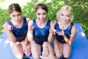 Tres gimnastas se zampan el pollón de su entrenador en casa