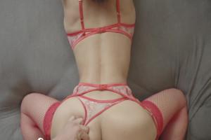 Usa su lencería más caliente mientras disfruta de sexo POV